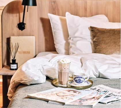 hotel-arena-amsterdam-hotelservices-koffie-op-bed-in-hotel